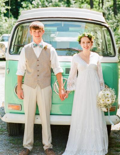 Courtney & David: Smith Lake Wedding